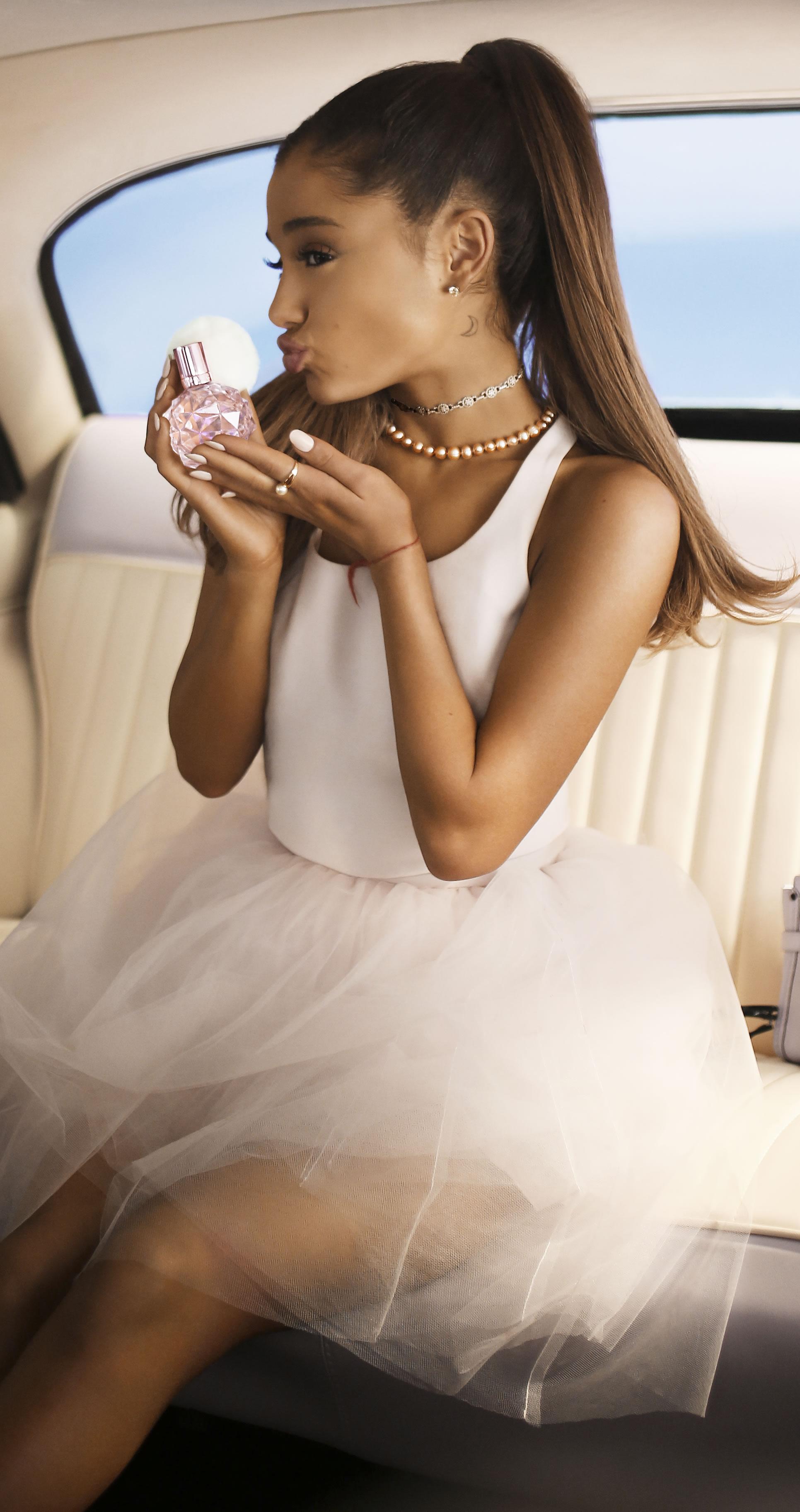 Znalezione obrazy dla zapytania ariana grande perfumy